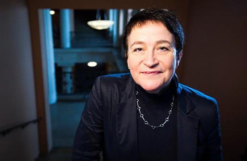 Ulla-Maijan profiilikuva, katsoo kohti kuvaajaa.