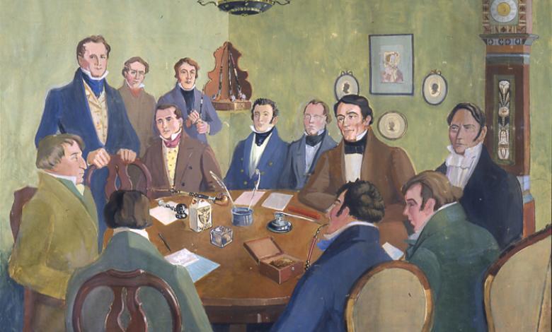 Målning på tolv män runt ett bord. På bordet finns papper, fjäderpennor och en ordförandeklubba. Flera pipor är synliga.